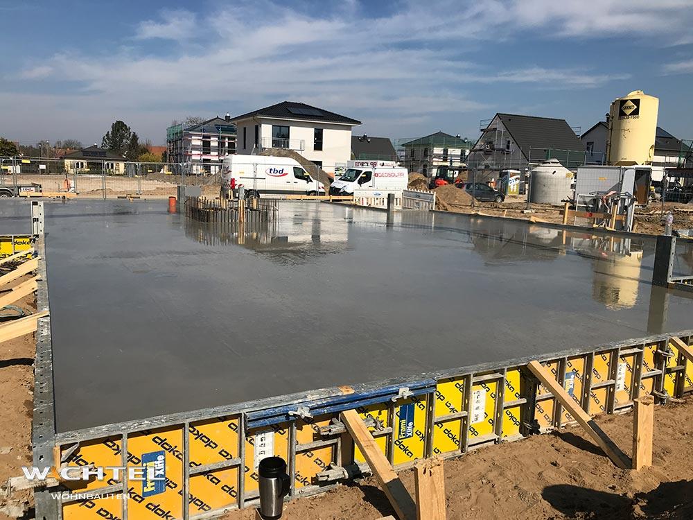 Grundplatte des ersten Wohnhauses ist fertig